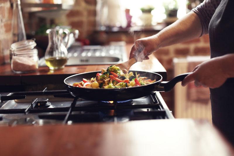 Cucinare con pentole con rivestimento antiaderente causa il cancro?